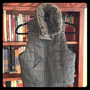 Guess Quilted Vest w/removable Faux Fur Collar
